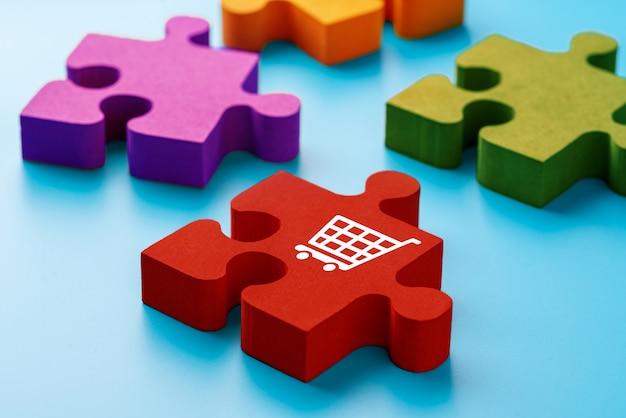 Online-shopping-symbol auf bunten puzzlen Premium Fotos