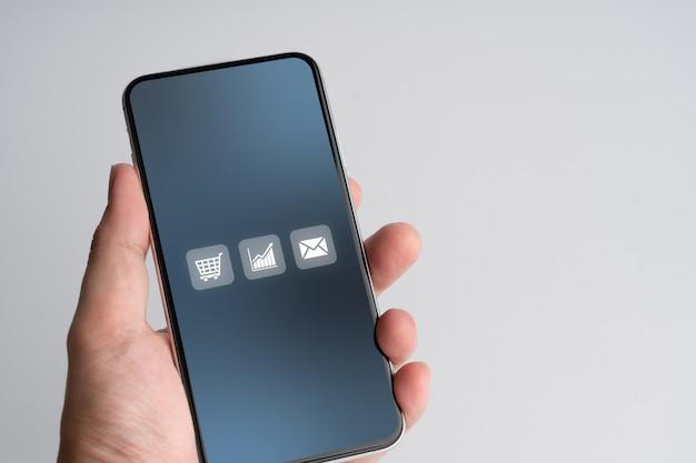 Online-shopping-symbol auf dem smartphone Premium Fotos