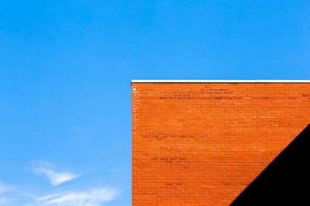 Orange backsteinbau mit schatten Kostenlose Fotos