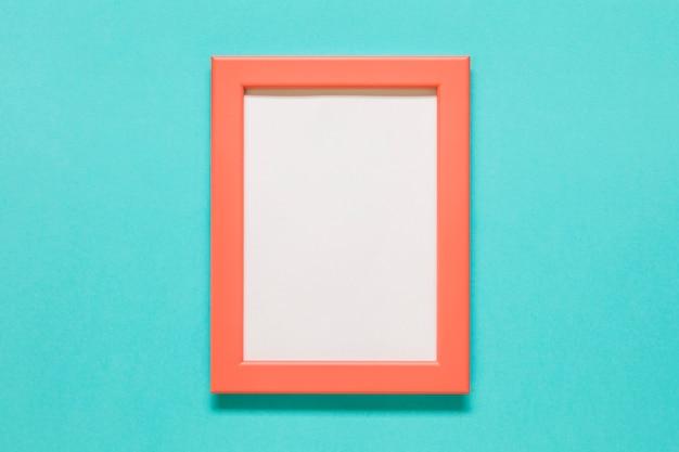 Orange rahmen auf blauem hintergrund Kostenlose Fotos
