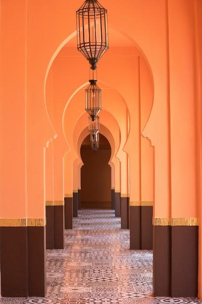 Orange sandiger arabischer morrocco art-korridorhintergrund Premium Fotos