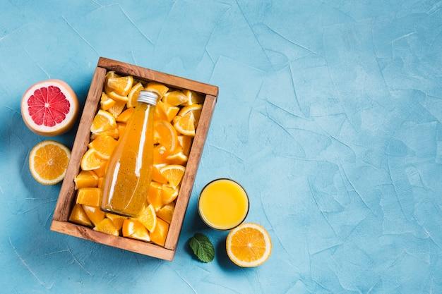 Orangensaft und pampelmuse mit copyspace Kostenlose Fotos