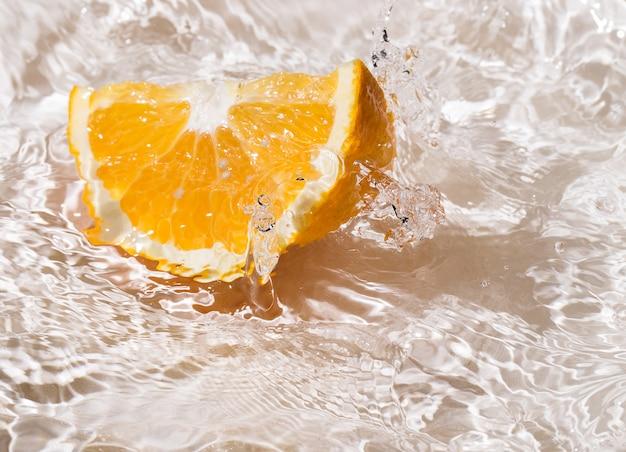 Orangenscheiben im wasser Kostenlose Fotos