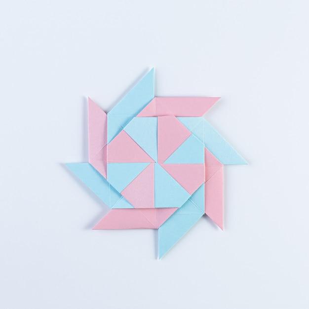 Origami-stern. hergestellt aus quadratischen blättern. Premium Fotos