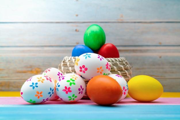 Osterei, fröhliche ostersonntag jagd feiertagsdekorationen Premium Fotos