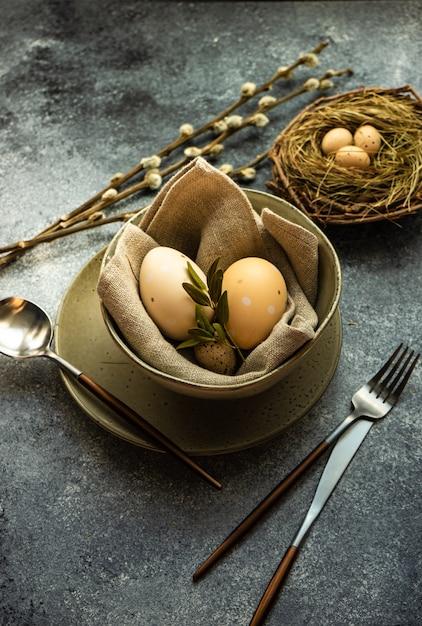 Osterferien tischdekoration Premium Fotos