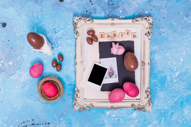 Ostern-inschrift mit eiern im rahmen Kostenlose Fotos