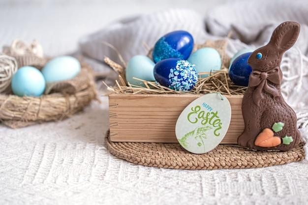 Ostern stillleben mit blauen eiern, feiertagsdekor. Kostenlose Fotos