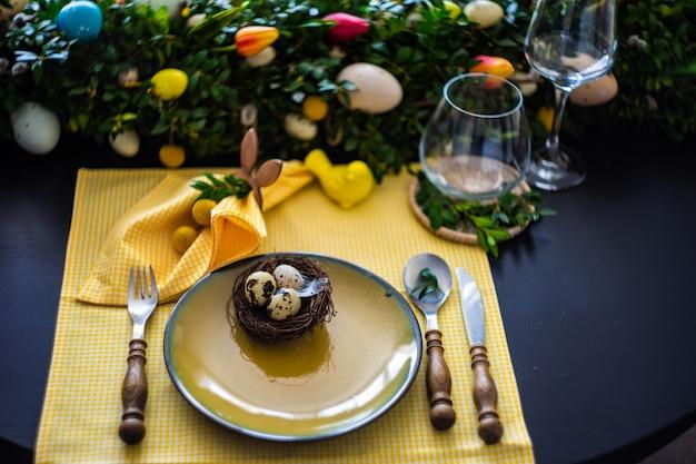 Ostern tabelleneinstellung Premium Fotos