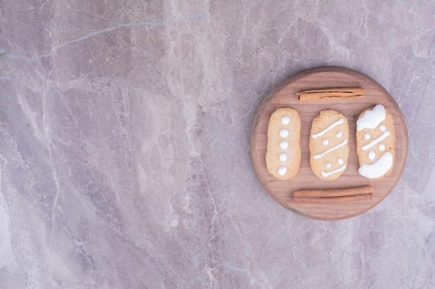Ovale lebkuchen mit zimtgeschmack Kostenlose Fotos