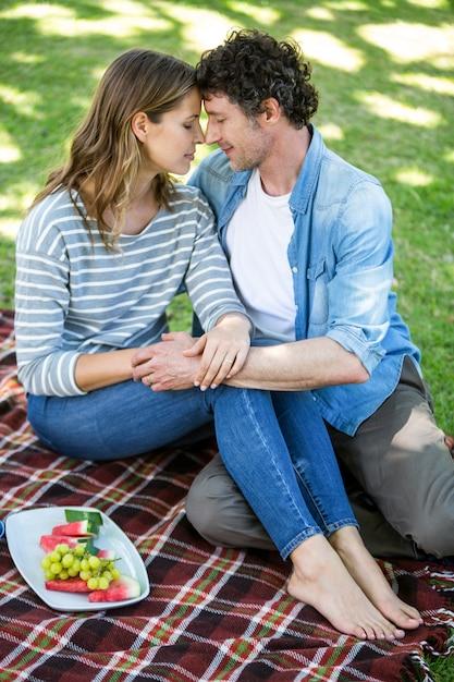 Paar beim picknick Premium Fotos