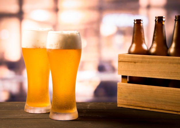 Paar biergläser Premium Fotos