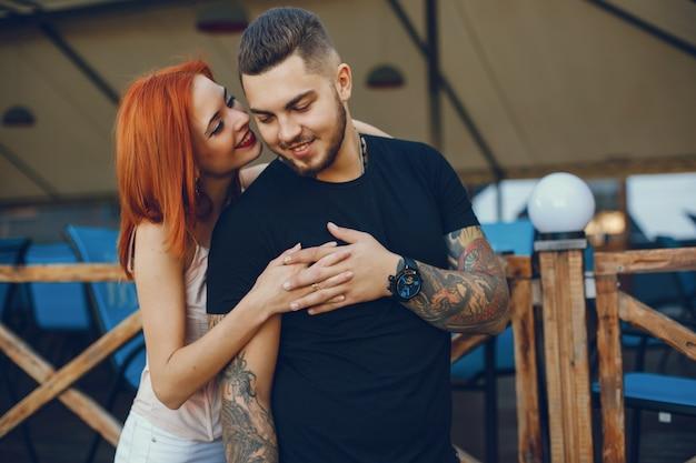 Paar in einer stadt Premium Fotos