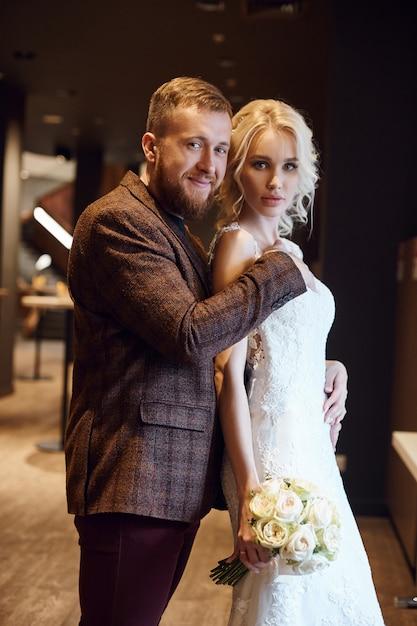Die Braut, Der Bräutigam Und Die Brautjungfer Ficken