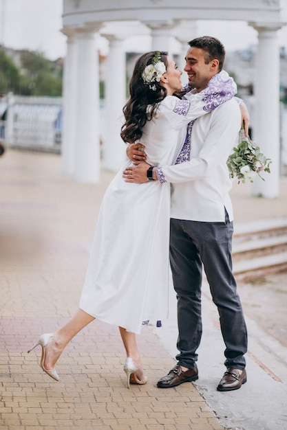 Paar umarmt Kostenlose Fotos