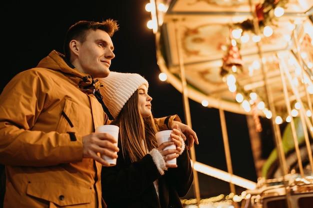 Paar verbringen zeit zusammen im winter Kostenlose Fotos