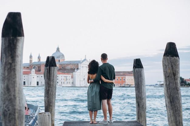 Paare auf flitterwochen in venedig Kostenlose Fotos