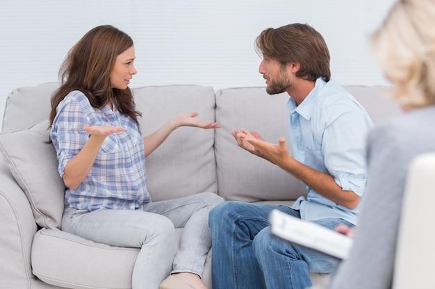 Paare, die therapie durchlaufen Premium Fotos