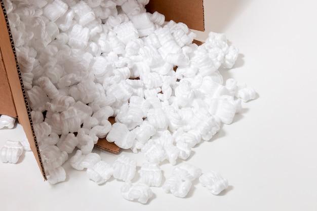 Packung aus polystyrol oder weißem styropor Premium Fotos