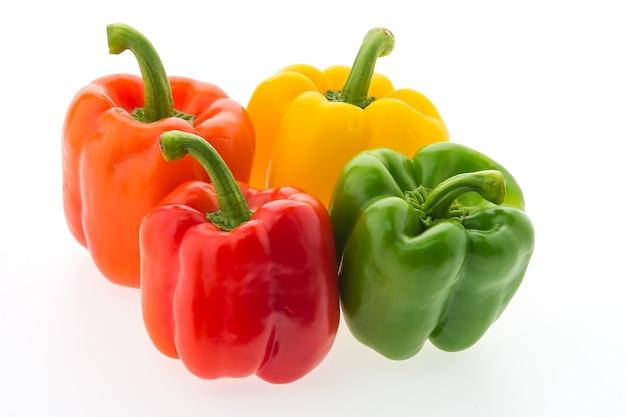 Packung mit vier bunten paprika Kostenlose Fotos
