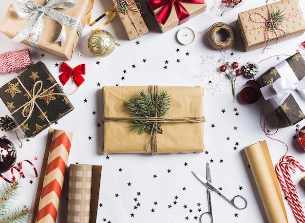 Paketweihnachtsgeschenkkastenweihnachtsverpackungs-packpapier des neuen jahres, Kostenlose Fotos