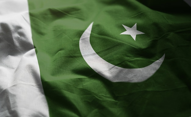 Pakistan-flagge zerknittert nah oben Premium Fotos