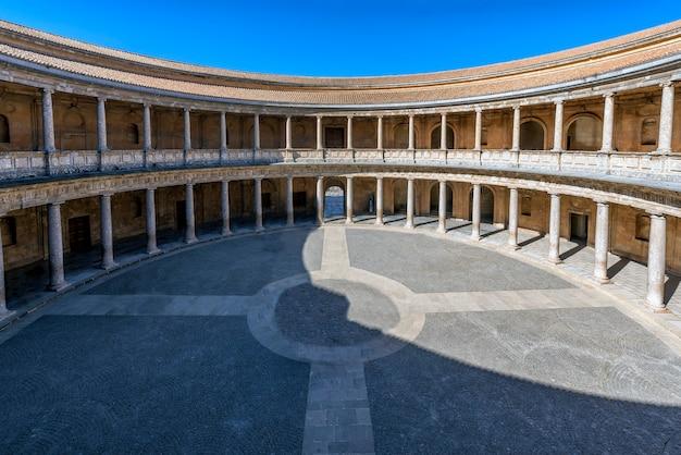 Palast von karl v. in granda, direkt neben der alhambra in granada Premium Fotos