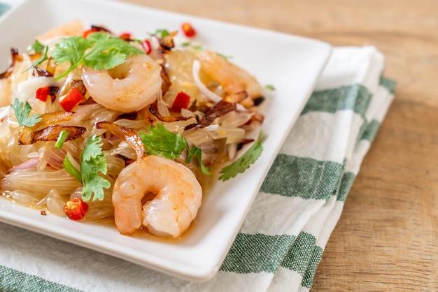 Pamelo würziger salat mit garnelen oder garnelen Premium Fotos