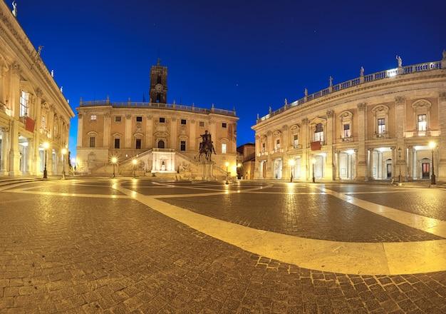 Panorama der piazza del campidoglio auf dem kapitolinischen hügel in rom Premium Fotos