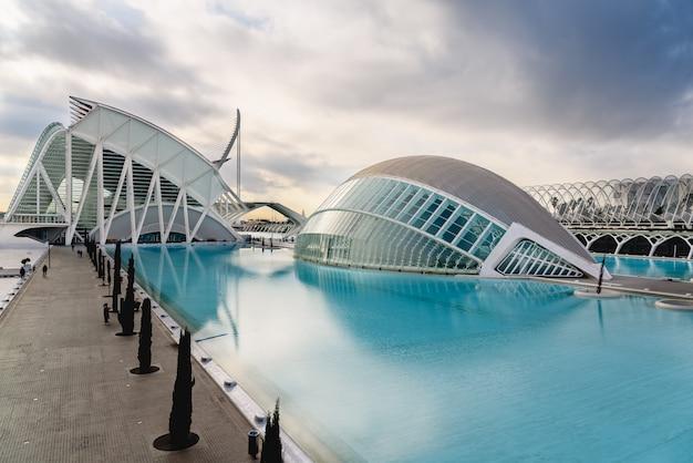 Panorama-kino in der stadt der wissenschaften von valencia, spanien Premium Fotos