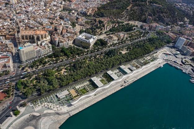 Panorama stadtbild luftbild von malaga, spanien Premium Fotos