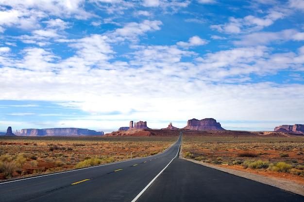 Panoramablick auf den eingang zum monument valley Premium Fotos