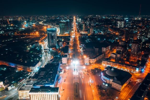 Panoramablick auf großstadt bei nacht Kostenlose Fotos