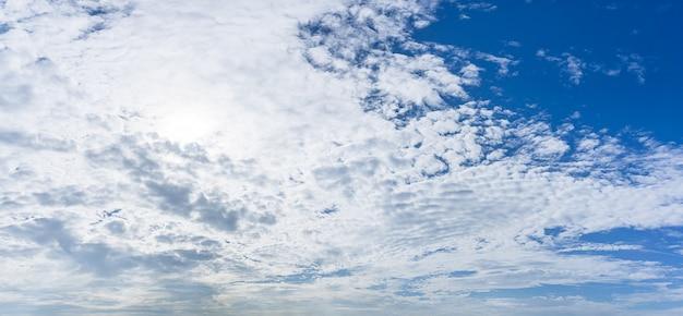 Panoramische natur des bewölkten himmels Premium Fotos