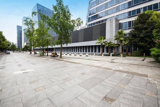 Panoramische skyline und gebäude mit leerem konkretem quadratischem boden in chengdu, porzellan Premium Fotos