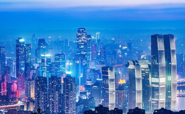 Panoramische stadtlandschaft, schöne nachtansicht von chongqing-stadt in china Premium Fotos