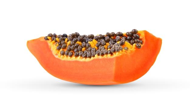 Papaya-scheibe auf weißer wand Premium Fotos