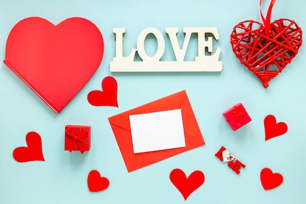 Papier für valentinsgrüße mit herzen und kästen Kostenlose Fotos