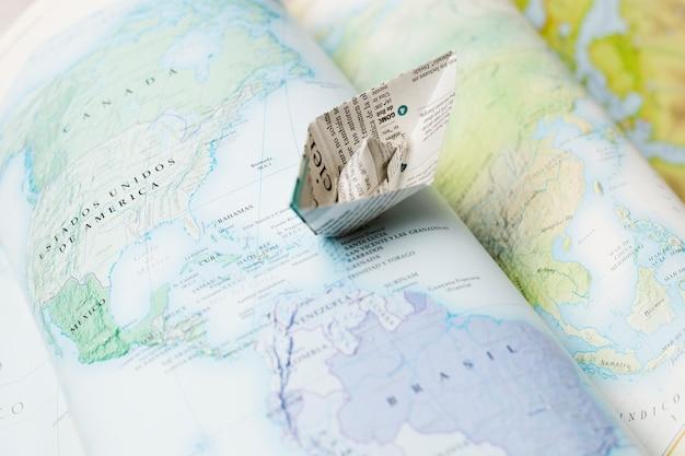 Papierboot auf karten Kostenlose Fotos