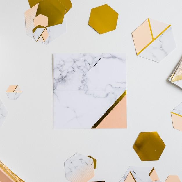 Papierdekoration marmor und gold Kostenlose Fotos