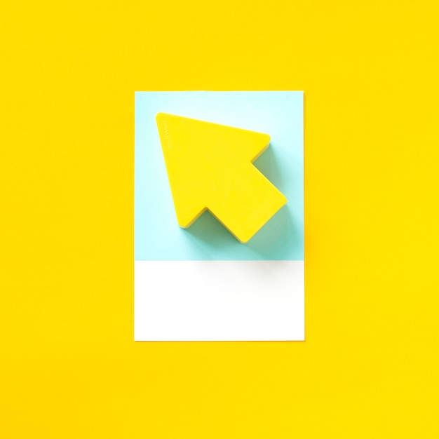 Papierhandwerkskunst eines gelben pfeiles Kostenlose Fotos
