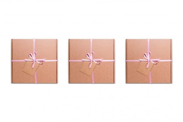 Pappkartons mit rosa band und etikett Premium Fotos