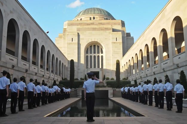 Parade-ereignis für gefallen in anzac war museum in canberra australien Premium Fotos