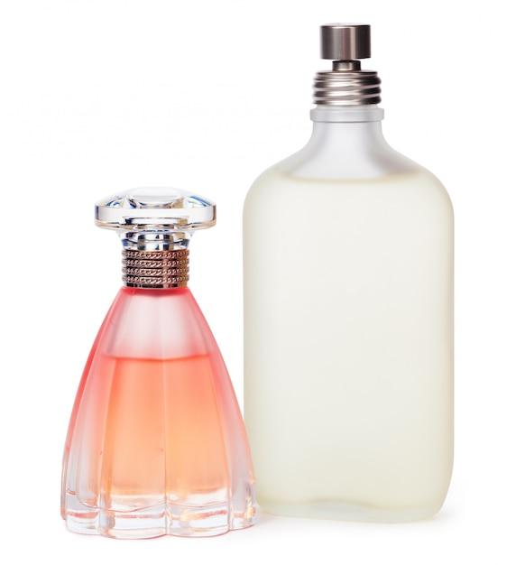 Parfümflaschen getrennt gegen einen weißen hintergrund Premium Fotos