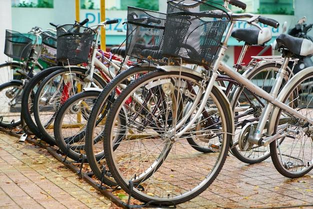 Parkplatz für fahrräder Kostenlose Fotos