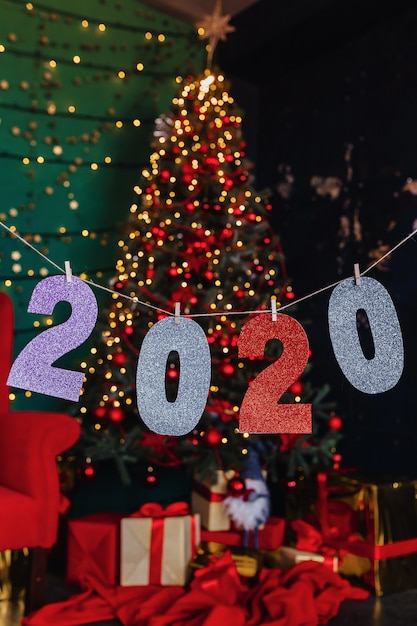 Party des neuen jahres 2020 zahlen, weihnachtsbaum Premium Fotos