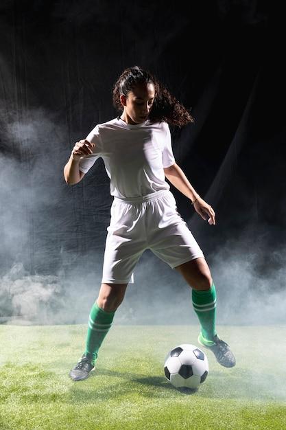 Passende frau des vollen schusses in der sportkleidung Kostenlose Fotos