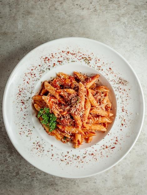 Pasta mit tomaten und käse Kostenlose Fotos