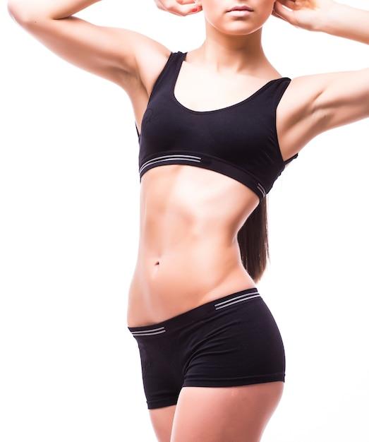 Perfekt passender weiblicher körper isoliert auf weißer wand Kostenlose Fotos
