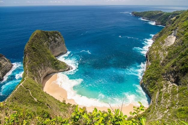 Perfekte aussicht auf den strand von kelingking auf der insel nusa penida. indonesien Kostenlose Fotos